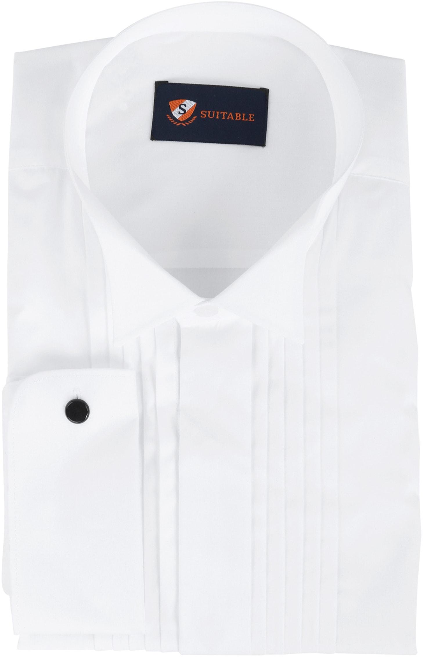 Wit overhemd voor een bruiloft, onder een smoking