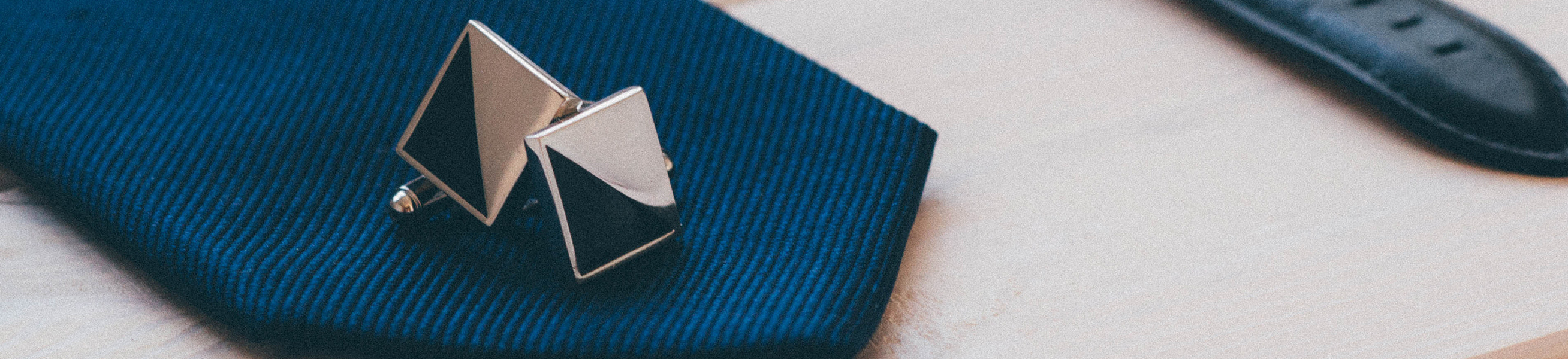 Men\'s cufflinks at Suitable ✔ Different colours and styles ✔ Brands like Suitable Private Label, Profuomo and Michaelis ✔ Silk and Silver cufflinks ✔ Shop online