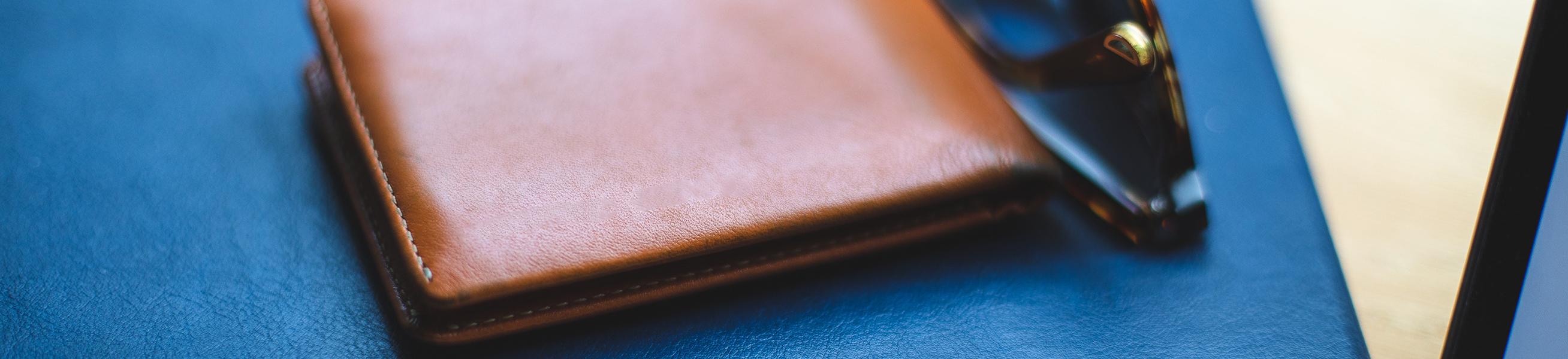 Portemonnaies online kaufen ✔ Leder, skim proof, Creditcard fach ✔ Schnelle Lieferung ✔ Trusted Shops 4.8/5 (+1000 Bewertungen)