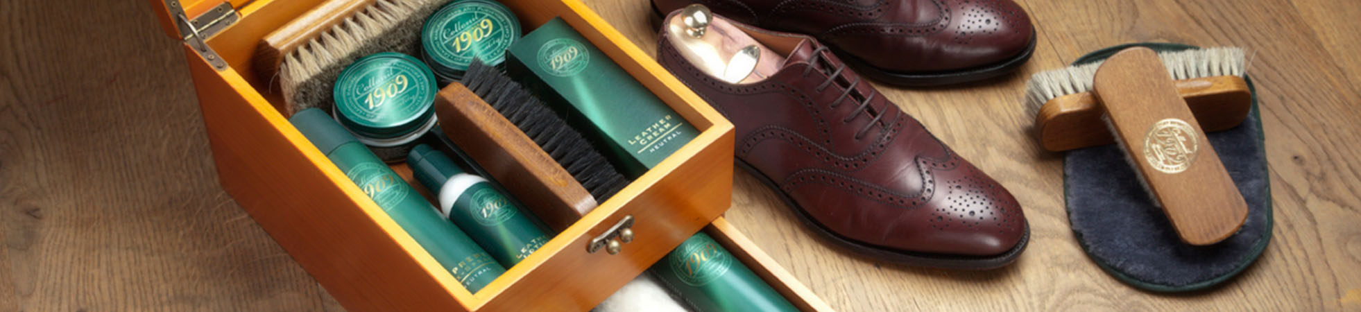 Shoe care and repair products at Suitable ✔ Shoepolish, Waxing sprays, Poloshing brushes and more ✔ Everything you\'ll to keep your shoes as good as new! ✔ Shop onlines