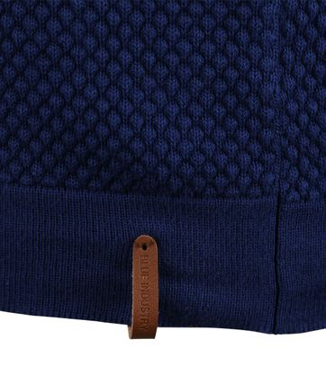 Detail Blue Industry Coltrui Blauw