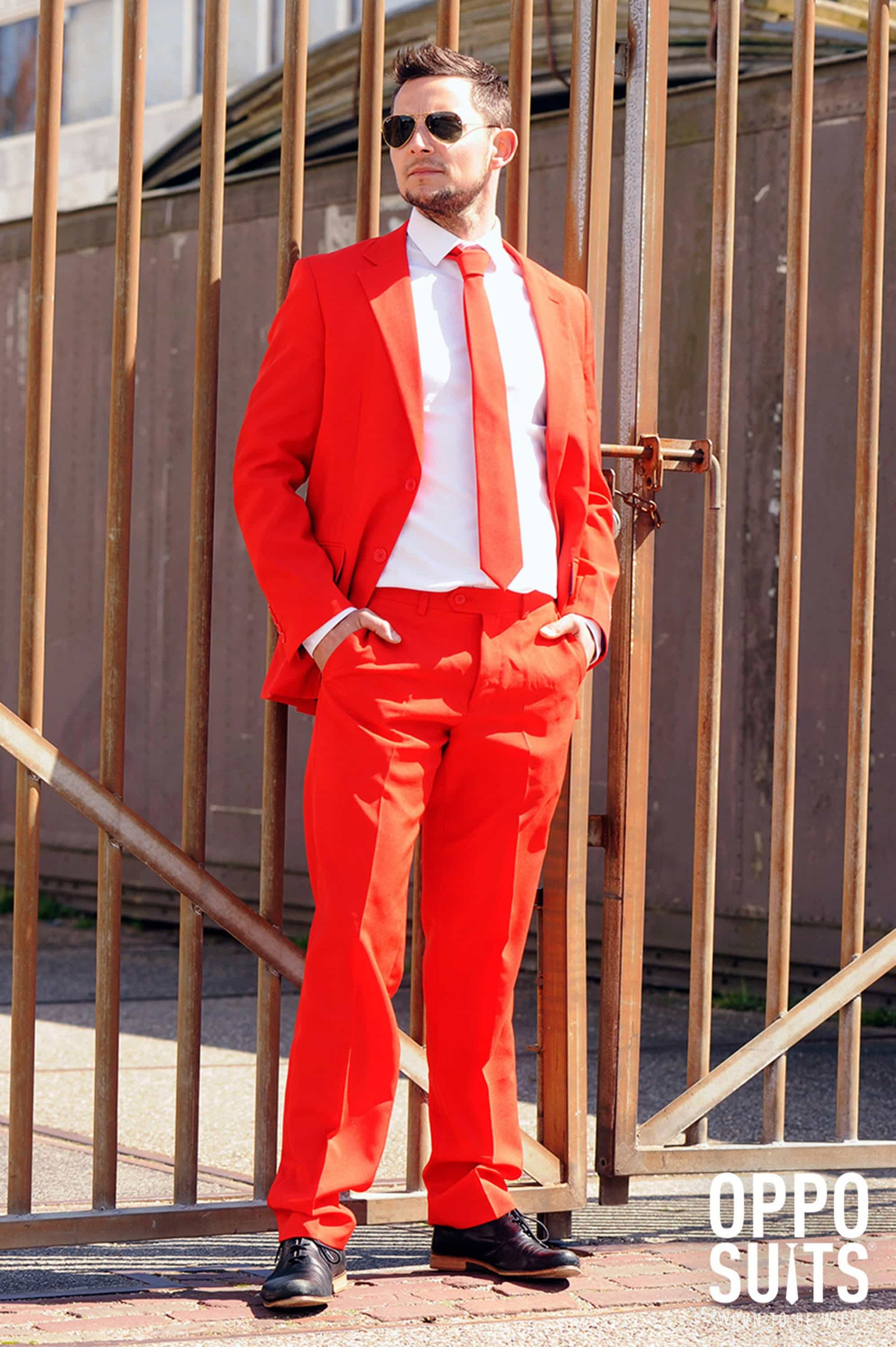 OppoSuits Red Devil Suit foto 2